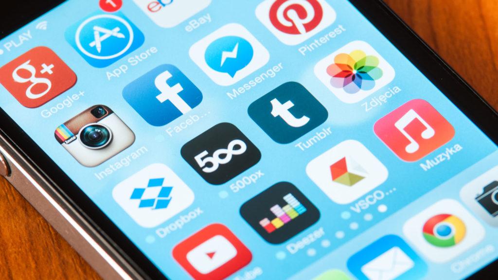 A Deezer applikáció ikonja egy okostelefonon