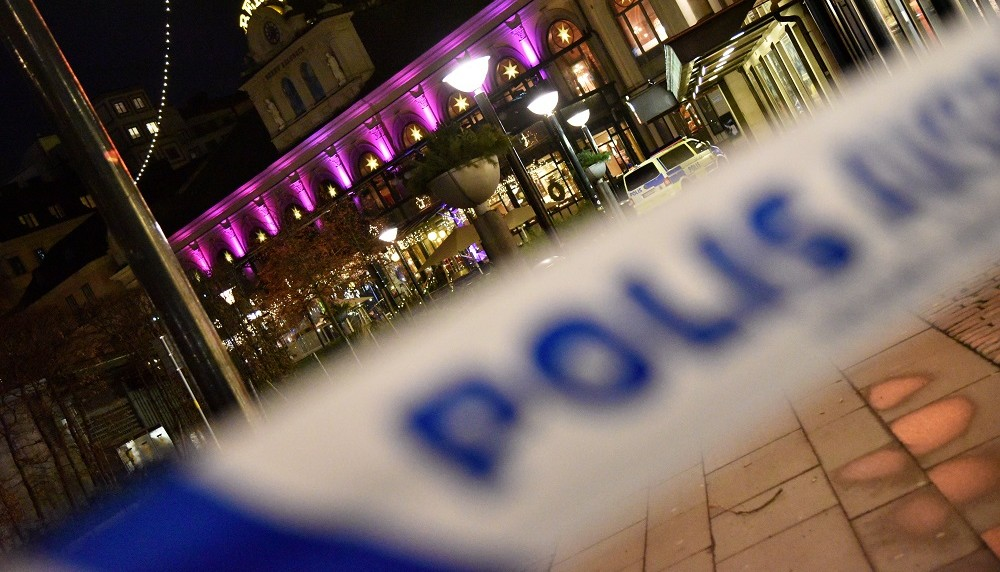"""A police cordon is seen outside the restaurant Berns salonger in Stockholm, Sweden, early December 23, 2015, after an """"explosive object"""" was thrown at the restaurant.  The restaurant was closed to customers at the time, but staff were inside, though no one is believed to have been injured in the blast. Police has launched an investigation.   / AFP PHOTO / TT NEWS AGENCY / THOMMY TENGBORG / Sweden OUT"""
