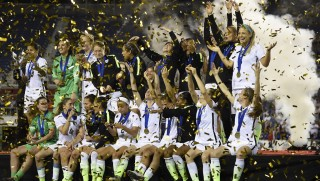 The USA women's national team celebrates their win of the SheBelieves Cup soccer tournament March 9, 2016 in Boca Raton, Florida. / AFP / RHONA WISE