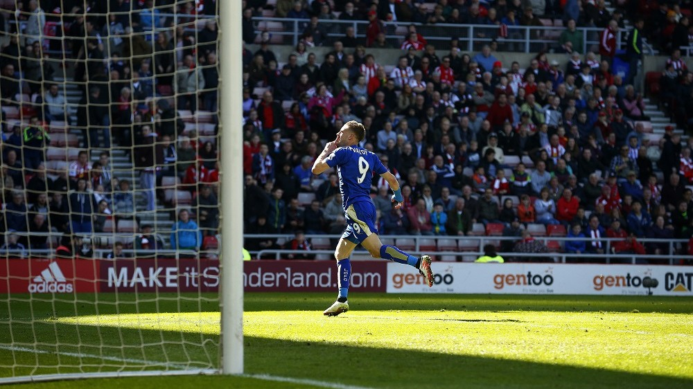 Leicester City's English striker Jamie Vardy celebrates scoring his team's second goal during the English Premier League football match between Sunderland and Leicester City at the Stadium of Light in Sunderland, northeast England on April 10, 2016. Leicester won the match 2-0. / AFP PHOTO / LINDSEY PARNABY / RESTRICTED TO EDITORIAL USE. No use with unauthorized audio, video, data, fixture lists, club/league logos or 'live' services. Online in-match use limited to 75 images, no video emulation. No use in betting, games or single club/league/player publications.  /