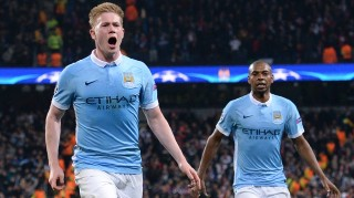 Manchester City's Belgian midfielder Kevin De Bruyne (L) celebrates after scoring during the UEFA Champions league quarter-final second leg football match between Manchester City and Paris Saint-Germain at the Etihad stadium in Manchester on April 12, 2016. / AFP PHOTO / OLI SCARFF