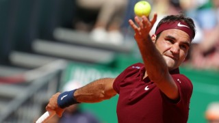 Switzerland's Roger Federer serves to France's Jo-Wilfried Tsonga during their tennis match at the Monte-Carlo ATP Masters Series tournament on April 15, 2016 in Monaco. AFP PHOTO / JEAN-CHRISTOPHE MAGNENET / AFP PHOTO / JEAN-CHRISTOPHE MAGNENET