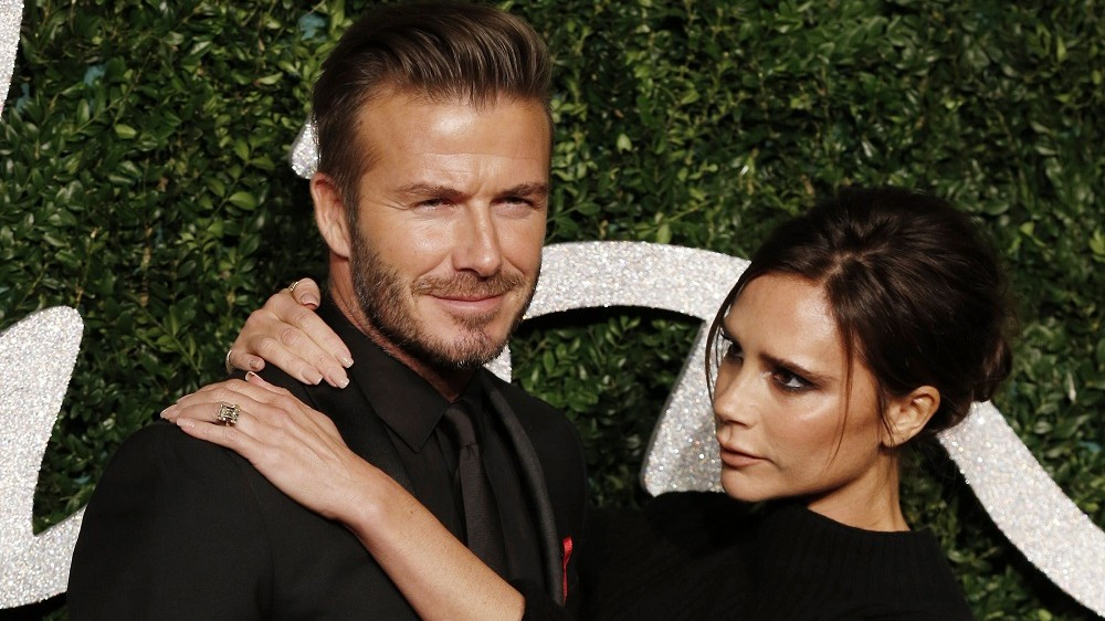 Former England football captain David Beckham and his wife British fashion designer and singer Victoria pose for pictures on the red carpet upon arrival to attend the British Fashion Awards 2014 in London on December 1, 2014. AFP PHOTO/JUSTIN TALLIS / AFP PHOTO / JUSTIN TALLIS