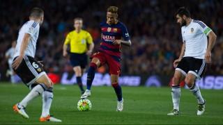 Foto de accion durante el Partido FC Barcelona vs Valencia en el Estadio Camp Nou, Partido Correspondiente a la Jornada 33 de la Liga Espanola 2015-2016, en la foto: Neymar  ---- 17/04/2016/MEXSPORT/ Eric Alonso.