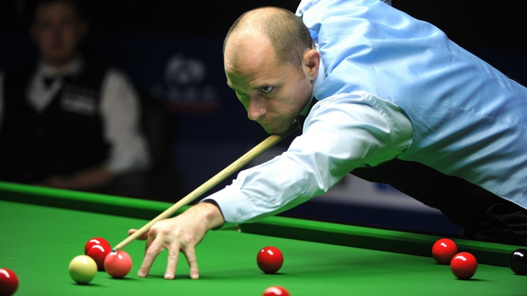 Joe Perry of England plays a shot against Kyren Wilson of England during their first round match of the 2015 World Snooker Shanghai Masters in Shanghai, China, 16 September 2015.