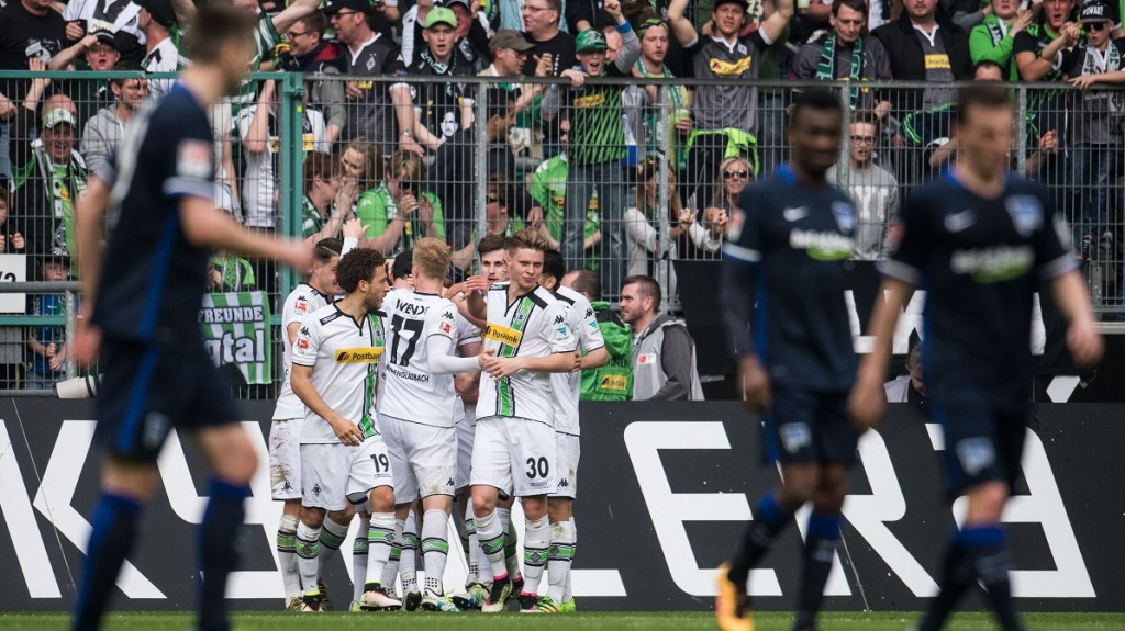 Gladbach's team celebrating the 2:0 goal during the German Bundesliga soccer match between Borussia Moenchengladbach and Hertha BSC at the stadium at Borussia-Park in Moenchengladbach, Germany, 3 April 2016. PHOTO: BERND THISSEN/dpa  (EMBARGO CONDITIONS - ATTENTION: Due to the accreditation guidlines, the DFL only permits the publication and utilisation of up to 15 pictures per match on the internet and in online media during the match.)