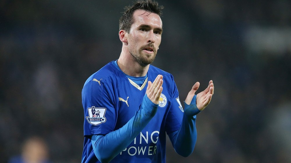Christian Fuchs applauds the fans during the Barclays Premier League match between Leicester City and AFC Bournemouth played at The King Power Stadium, Leicester, England, on January 2, 2016 - Photo Paul Greenwood / BPI / DPPI