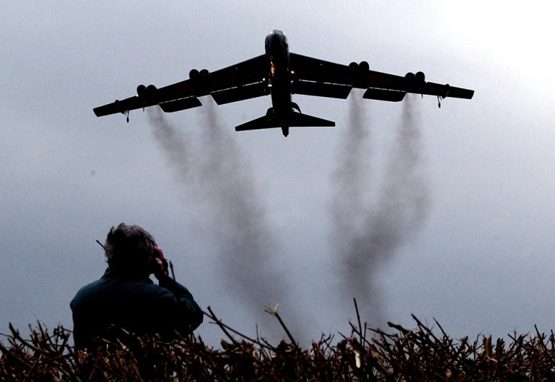 A B-52 Bomber arrives at RAF Fairford from Texas, USA, 03 March 2003. The arrival was announced by Defence Minister Geoff Hoon in Parliament.AFP PHOTO   AFP/GERRY PENNY / AFP PHOTO / GERRY PENNY