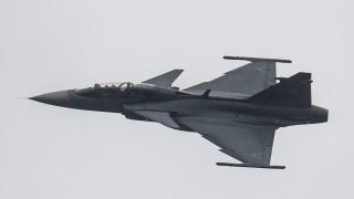 Kecskemét, 2016. március 4. JAS-39 Gripen típusú vadászgép repül a kecskeméti repülõbázis felett a típus hadrendbe állításának tizedik évfordulója alkalmából rendezett ünnepségen 2016. március 4-én. MTI Fotó: Ujvári Sándor