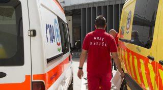 Nyíregyháza, 2016. április 6. Egy mentõ érkezik a nyíregyházi Jósa András Oktatókórház megújult sürgõsségi osztályára 2016. április 6-án. MTI Fotó: Balázs Attila