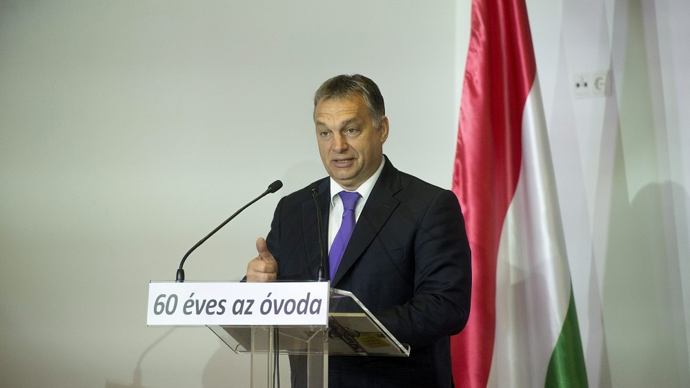 Felcsút, 2015. november 7. Orbán Viktor miniszterelnök beszédet mond a Kastély Óvoda alapításának 60. évfordulója és az óvoda történetérõl szóló kiadvány bemutatója alkalmából rendezett ünnepségen Felcsúton, a faluházban 2015. november 7-én. MTI Fotó: Koszticsák Szilárd