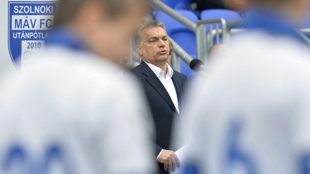 Szolnok, 2016. április 9. Orbán Viktor miniszterelnök beszédet mond az újjáépített Tiszaligeti Stadion megnyitóján Szolnokon 2016. április 9-én. MTI Fotó: Máthé Zoltán