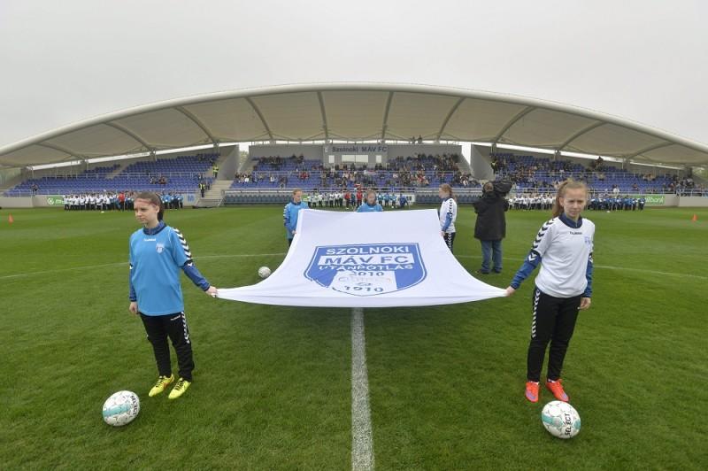 Szolnok, 2016. április 9. Az újjáépített Tiszaligeti Stadion megnyitója Szolnokon 2016. április 9-én. MTI Fotó: Máthé Zoltán