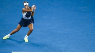 WUHAN, CHINA - OCTOBER 02:  (CHINA OUT) Garbine Muguruza of Spain returns a shot against Angelique Kerber of Russia in semi-final match during day six of 2015 Dongfeng Motor Wuhan Open at Optics Valley International Tennis Center on October 2, 2015 in Wuhan, Hubei Province of China.  (Photo by ChinaFotoPress/ChinaFotoPress via Getty Images)