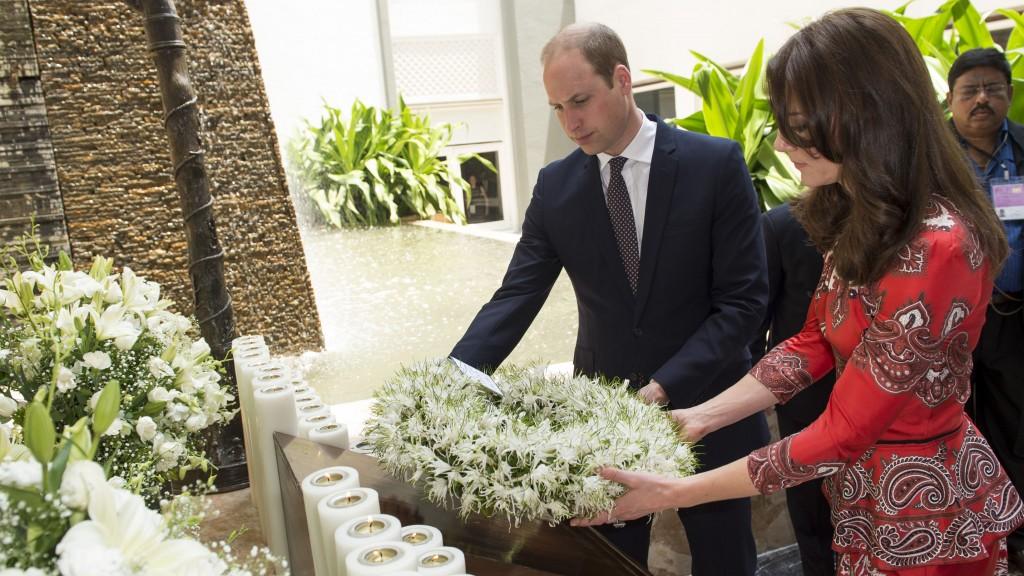MUMBAI, INDIA - APRIL 10:  Prince William, Duke of Cambridge and Catherine, Duchess of Cambridge lay a wreath at Taj Hotel, scene of Mumbai terror attacks on April 10, 2016 in Mumbai, India.  (Photo by Samir Hussein/Pool/WireImage)