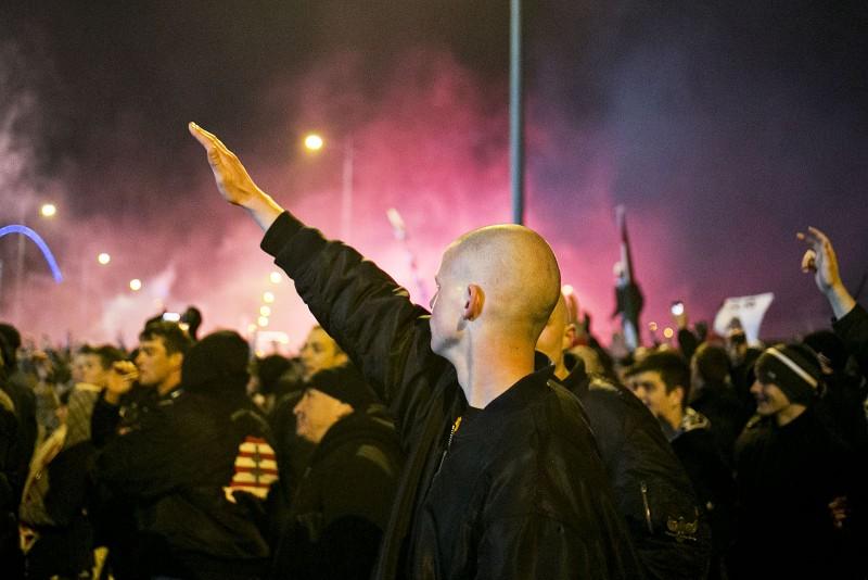 Image: 73483909, Egy perc hi·nyzott ahhoz, hogy 32 Èv ut·n ˙jra legyızz¸k Rom·ni·t, de ez nem siker¸lt. A stadionon kÌv¸l rekedtek a szurkolÛk, bent pedig a focist·k. esemÈnyek a DÛzsa Gyˆrgy ˙ton zajlottak. Oda az egyik ultracsoport szervezett kˆzˆs meccsnÈzÈst, ott is kivetÌtıt ·llÌtottak fel, a Jobbik t·mogat·s·val., Place: Budapest, Hungary, License: Rights managed, Model Release: No or not aplicable, Property Release: Yes, Credit: smagpictures.com