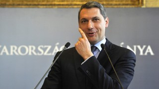 Budapest, 2016. április 14.Lázár János, a Miniszterelnökséget vezető miniszter szokásos heti sajtótájékoztatóját tartja az Országházban 2016. április 14-én.MTI Fotó: Kovács Attila