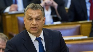 Budapest, 2016. április 11.Orbán Viktor miniszterelnök a Jobbik frakcióvezetője, Vona Gábor azonnali kérdésére válaszol az Országgyűlés plenáris ülésén 2016. április 11-én.MTI Fotó: Illyés Tibor