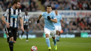 Manchester City's Argentinian striker Sergio Aguero runs with the ball during the English Premier League football match between Newcastle United and Manchester City at St James' Park in Newcastle-upon-Tyne, north east England on April 19, 2016. / AFP PHOTO / OLI SCARFF
