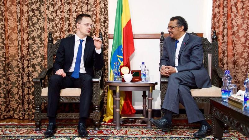 Addisz-Abeba, 2016. április 12.A Külgazdasági és Külügyminisztérium (KKM) által közreadott képen Szijjártó Péter külgazdasági és külügyminiszter (b) tárgyal Tedros Adhanom etióp külügyminiszterrel Addisz-Abebában 2016. április 12-én.MTI Fotó: KKM