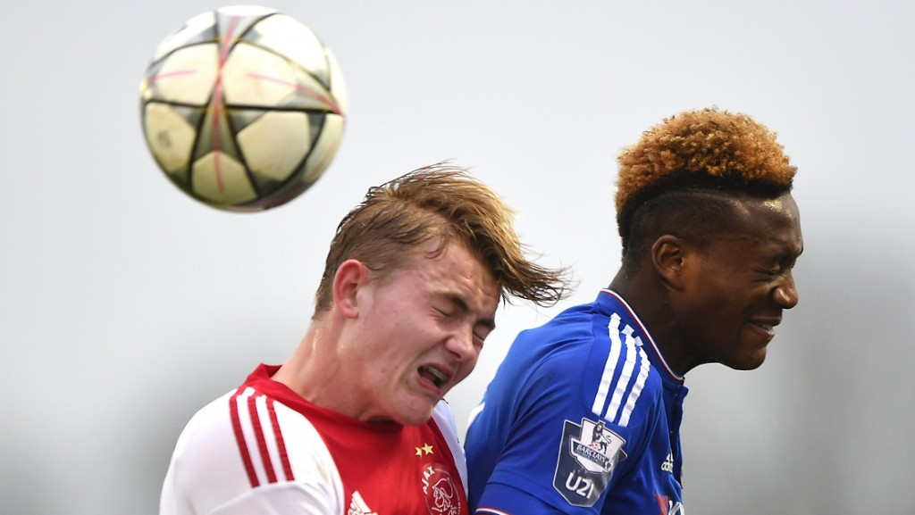 COBHAM, ENGLAND - MARCH 15: XXX of Chelsea and XXX of Ajax in action during the UEFA Youth League quarter final match between Chelsea and Ajax at Chelsea Training Ground on March 15, 2016 in Cobham, England. (Photo by Tom Dulat/Getty Images).