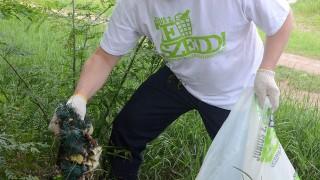 Karcag, 2012. június 2.Fazekas Sándor vidékfejlesztési miniszter szemetet gyűjt Karcagon, a TeSzedd! - Összefogás a Tiszta Magyarországért Mozgalom megnyitóján. A második alkalommal megrendezésre kerülő országos hulladékgyűjtő akción – amelyre az idén több mint 700 település jelezte részvételi szándékát -, az önkéntesek szombat reggel 8 és este 6 óra között szedik a közterületen szétdobált szemetet.MTI Fotó: Mészáros János
