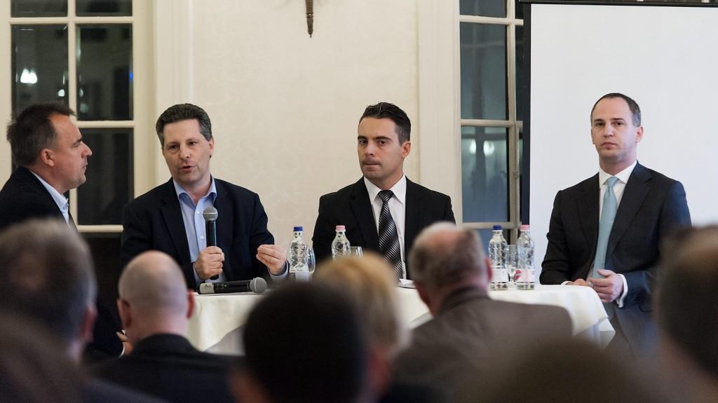 Röjtökmuzsaj, 2016. április 20. Török Gábor politológus, Schiffer András, az LMP társelnöke, Vona Gábor, a Jobbik elnöke és Szigetvári Viktor, az Együtt elnöke (b-j) az ellenzéki pártvezetõk kerekasztal-beszélgetésén Röjtökmuzsajon, a 31. alkalommal megrendezett vezérigazgató-találkozón 2016. április 20-án. MTI Fotó: Krizsán Csaba