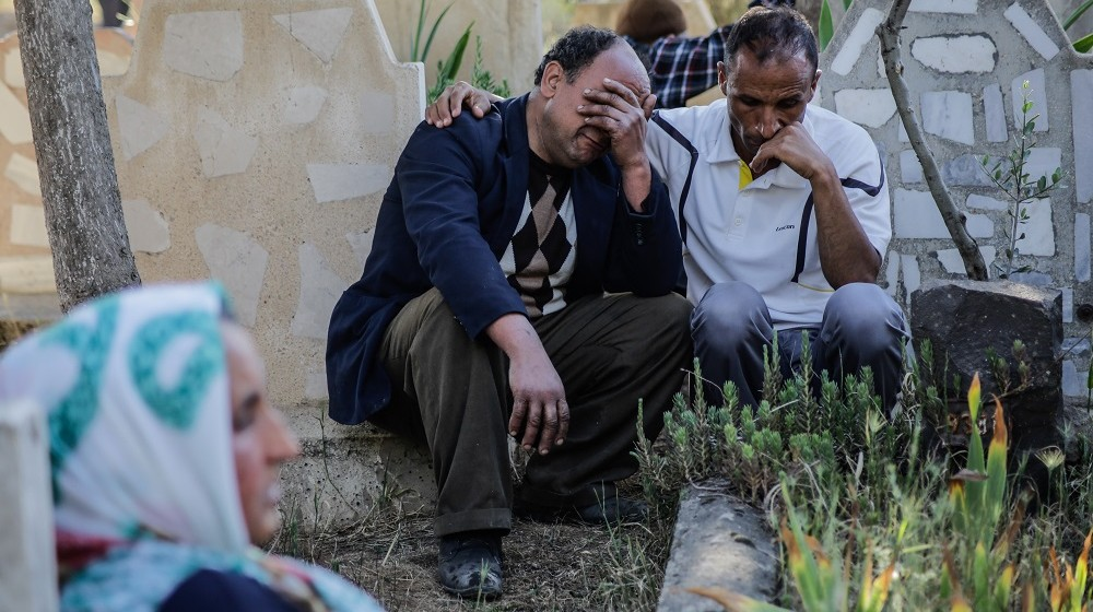 People mourn during a funeral in Kilis on April 25, 2016, a day after rockets hit the border town.  Five rockets fired into Turkey from an area of Syria controlled by the Islamic State group hit the border town of Kilis on April 24, killing one person and wounding 26, the deputy prime minister said. A first salvo hit the roof of a house in the Okcular neighbourhood while a second landed close to a mosque, Yalcin Akdogan said in Kilis, in comments reported by the Dogan news agency.  / AFP PHOTO / YASIN AKGUL