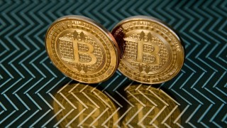 (FILES) This file photo taken on June 17, 2014 shows bitcoin medals in Washington.  Australian entrepreneur Craig Wright on May 2, 2016 identified himself as the creator of Bitcoin, following years of speculation about who invented the pioneering digital currency. Wright was identified by three media outlets -- the BBC, The Economist and GQ magazine -- and posted a blog on the subject on his website.  / AFP PHOTO / KAREN BLEIER