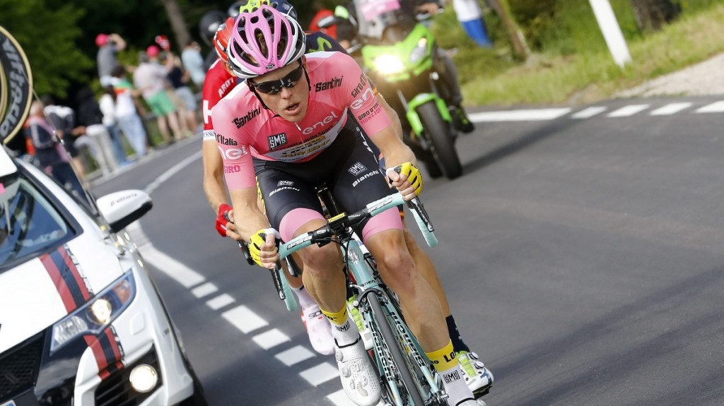 Pink jersey, Dutch Steven Kruijswijk of team Lotto NL rides during the 16th stage of the 99th Giro d'Italia, Tour of Italy, from Bressanone / Brixen to Andalo on May 24, 2016. Dutchman Steven Kruijswijk moved closer to a history-making Giro d'Italia triumph Tuesday after stretching his lead over Esteban Chaves and Vincenzo Nibali in a thrilling 16th stage won by Alejandro Valverde.  / AFP PHOTO / LUK BENIES