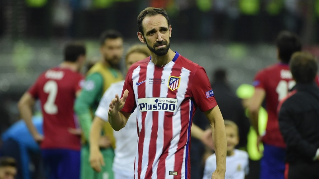 Atletico Madrid's Spanish defender Juanfran looks dejected after Atletico Madrid lost the UEFA Champions League final football match to Real Madrid at San Siro Stadium in Milan, on May 28, 2016. / AFP PHOTO / OLIVIER MORIN