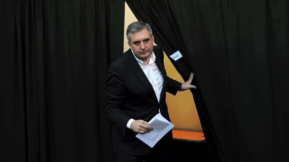 Bulgarian Socialist Party presidential candidate Ivailo Kalfin leaves a polling booth before casting his vote at a polling station in Sofia on October 23, 2011. Bulgarians vote in the first round of presidential and local elections that will also prove a key midterm stability test for the right-wing government of Prime Minister Boyko Borisov.        AFP PHOTO / NIKOLAY DOYCHINOV / AFP PHOTO / NIKOLAY DOYCHINOV