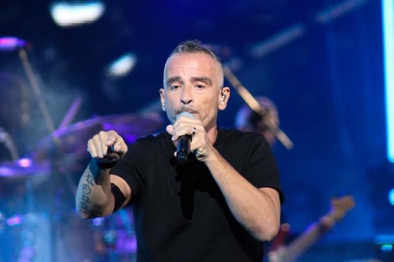 60223139. Viña del Mar, 23 Feb. 2016 (Notimex-Alfonso Sepúlveda).- El cantante italiano, Eros Ramazzotti abrió esta noche la segunda jornada del Festival Internacional de la Canción de Viña del Mar. NOTIMEX/FOTO/ALONSO SEPÚLVEDA/FRE/ACE/