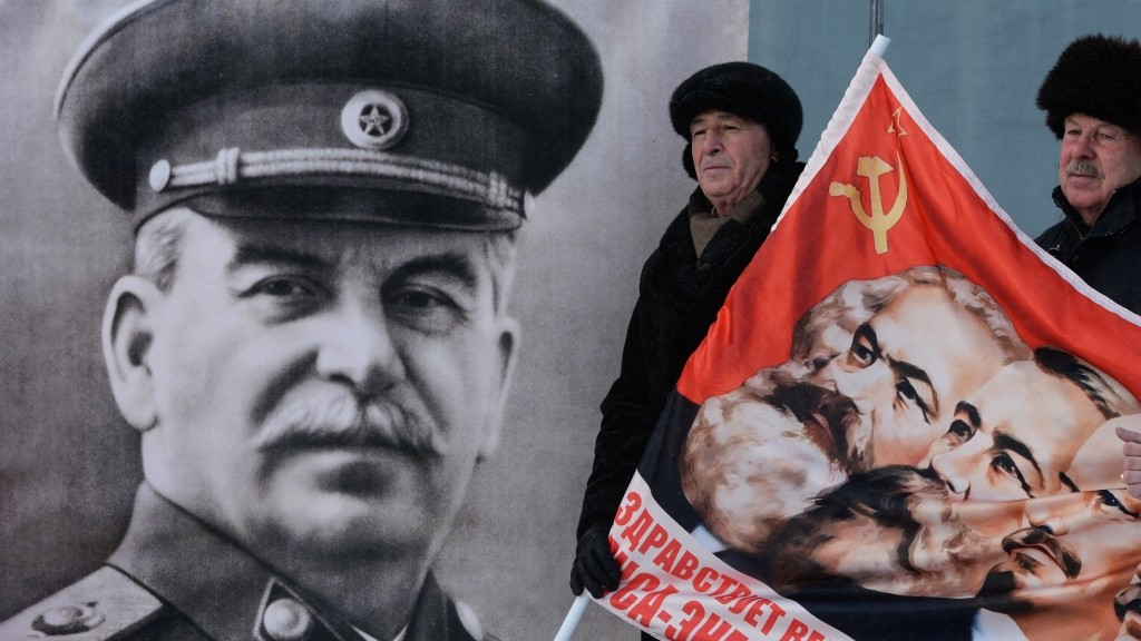 2763238 12/21/2015 Participants in the picket by the Leninist Young Communist League of the Russian Federation (LYCL RF) dedicated to Supreme Commander-in-Chief Joseph Stalin's birthday in Novosibirsk. Alexandr Kryazhev/Sputnik