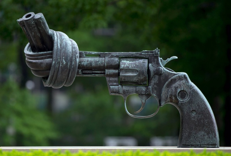 """The sculpture """"Non Violence"""" also known as """"The Knotted Gun"""" by Swedish artist Carl Fredrik Reutersward sits outside of the United Nations (UN)in New York City, New York, USA, 03 June 2013. The scultpure was a gift from Luxembourg to the UNin 1988. Photo: TIMBRAKEMEIER"""