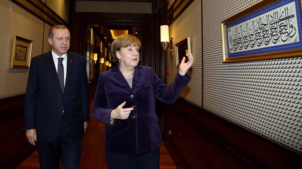 ANKARA, TURKEY - FEBRUARY 8: German Chancellor Angela Merkel (R) is welcomed by President of Turkey Recep Tayyip Erdogan (L) at Presidential Complex, in Ankara, Turkey on February 8, 2016.   Turkish Presidency / Yasin Bulbul / Anadolu Agency