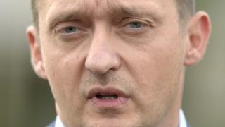 Velence, 2015. szeptember 16. Rogán Antal, a Fidesz frakcióvezetõje sajtótájékoztatót tart a Fidesz-KDNP kétnapos kihelyezett tanácskozása elõtt a velencei Velence Resort & Spa szálloda elõtt 2015. szeptember 16-án. MTI Fotó: Kovács Tamás