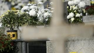 Karancslapujtõ, 2015. november 1. Virágok mindenszentek napján a karancslapujtõi temetõben 2015. november 1-jén. MTI Fotó: Komka Péter