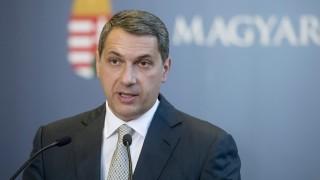 Budapest, 2016. május 5. Lázár János, a Miniszterelnökséget vezetõ miniszter szokásos heti sajtótájékoztatóját tartja az Országházban 2016. május 5-én. MTI Fotó: Koszticsák Szilárd