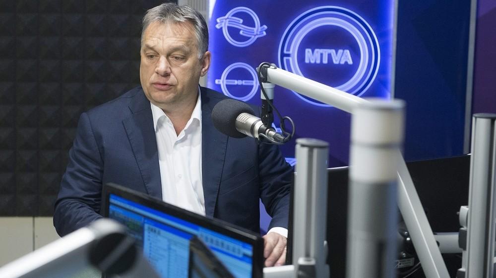 Budapest, 2016. május 20. Orbán Viktor miniszterelnök a Kossuth Rádió stúdiójában, ahol interjút a 180 perc címû mûsornak 2016. május 20-án. MTI Fotó: Koszticsák Szilárd