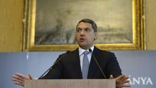 Budapest, 2016. április 28. Lázár János, a Miniszterelnökséget vezetõ miniszter szokásos heti sajtótájékoztatóját tartja az Országházban 2016. április 28-án. MTI Fotó: Bruzák Noémi