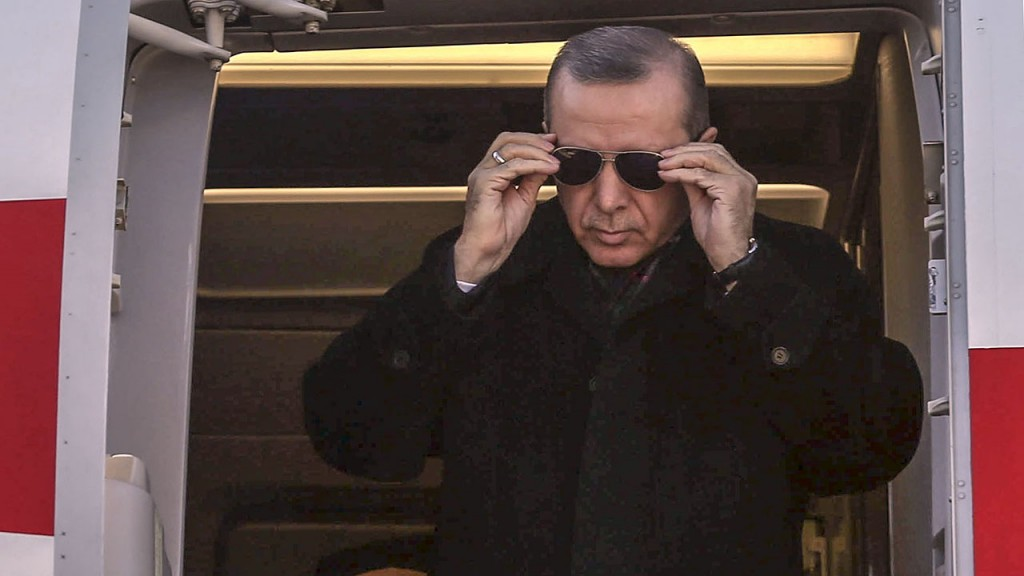 ANTALYA, TURKEY - JANUARY 19: Turkish President Recep Tayyip Erdogan steps out of a plane before he visits Antalya EXPO 2016 Exhibition in Antalya, Turkey on January 19, 2016.  (Photo by Abdulhamid Hosbas/Anadolu Agency/Getty Images)
