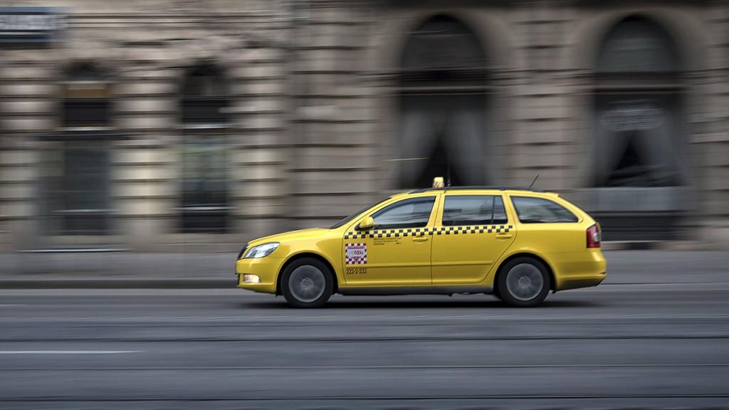 Budapest, 2016. január 22.A Főtaxi Autóközlekedési és Szolgáltató Zrt. egyik gépkocsija halad a főváros V. kerületében, a Múzeum körúton.MTVA/Bizományosi: Turbéky Eszter ***************************Kedves Felhasználó!Ez a fotó nem a Duna Médiaszolgáltató Zrt./MTI által készített és kiadott fényképfelvétel, így harmadik személy által támasztott bárminemű – különösen szerzői jogi, szomszédos jogi és személyiségi jogi – igényért a fotó készítője közvetlenül maga áll helyt, az MTVA felelőssége e körben kizárt.