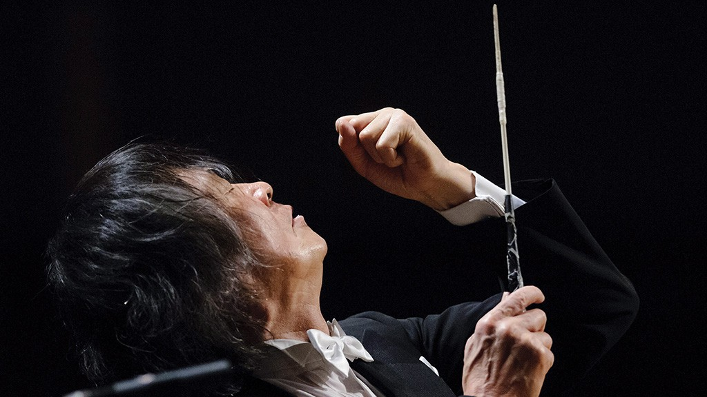 Debrecen, 2013. január 26.Kobajasi Ken-Icsiro japán karmester vezényel a debreceni Főnix Csarnokban 2013. január 26-án. A Debreceni Kodály Filharmóniából, a Debreceni Egyetem Zeneművészeti Karának hallgatóiból és a debreceni Csokonai Színház énekkarából összeálló együttes Gustav Mahler II. szimfóniáját adta elő Kobajasi Ken-Icsiro karnagy vezényletével.MTI Fotó: Czeglédi Zsolt