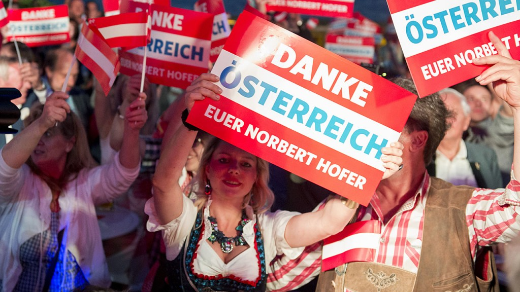 Supporters of the Austrian Freedom Party (FPOe) are pictured during the Austrian presidential elections run-off at the Prater Alm Bar in Vienna, Austria, on May 22, 2016. / AFP PHOTO / JOE KLAMAR