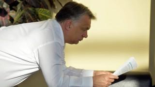 Budapest, 2016. május 6. Orbán Viktor miniszterelnök készül a Magyar Rádió stúdiójánál, ahol interjút ad a Kossuth rádió 180 perc címû mûsorában 2016. május 6-án. MTI Fotó: Máthé Zoltán