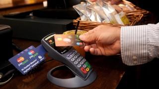 Budapest, 2009. szeptember 24.Egy budapesti vendéglátó egységben sajtótájékoztatón mutatták be a technológiát. Az OTP Bank a MasterCarddal együttműködésben elsőként alkalmazza Magyarországon a PayPass érintésnélküli bankkártyás rendszert. Az innovatív kártyatechnológiát a MasterCard 2002-ben vezette be, amely gyors és biztonságos alternatívát nyújt a kisösszegű készpénzes vásárlások helyettesítésére.MTI Fotó: Földi Imre