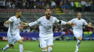 Real Madrid's Spanish defender Sergio Ramos (C) celebrates after scoring the opening goal during the UEFA Champions League final football match between Real Madrid and Atletico Madrid at San Siro Stadium in Milan, on May 28, 2016. / AFP PHOTO / OLIVIER MORIN