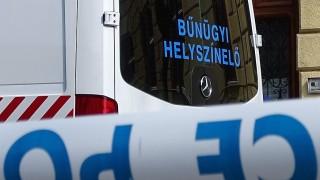 Kiskunhalas, 2016. március 16. Rendõrautó áll a Kiskunhalasi Járási Ügyészség épületénél, ahol lövöldözés történt 2016. március 16-án. A lövöldözõt a kiérkezõ rendõrök lefegyverezték, az elsõdleges információk szerint senki sem sérült meg, mondta Fazekas Géza, a Legfõbb Ügyészség szóvivõje. MTI Fotó: Donka Ferenc