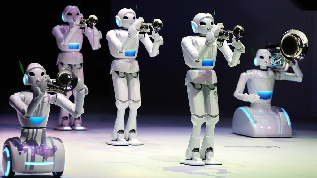 Japan's auto giant Toyota Motor's music playing robots play trumpets, tuba and trombone at a preview for the Toyota group pavilion at the 2005 World Exposition AIchi in Nagakute town near Nagoya, central Japan March 2005.  Toyota will exhibit a robot band and advanced vehicles at the Aichi Expo, expecting to draw some 15 million visitors, which will open 25 March through 25 September.           AFP PHOTO / Yoshikazu TSUNO / AFP PHOTO